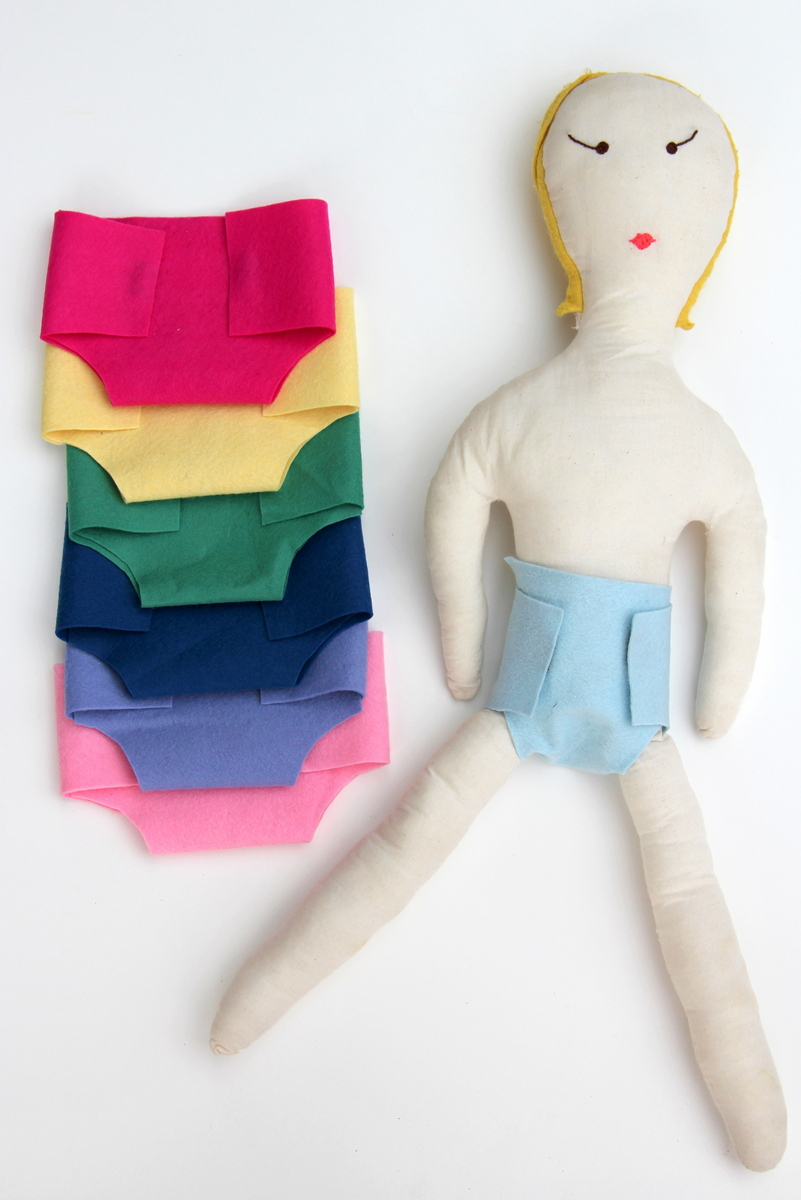 2-minute, no-sew, wool felt baby doll diapers