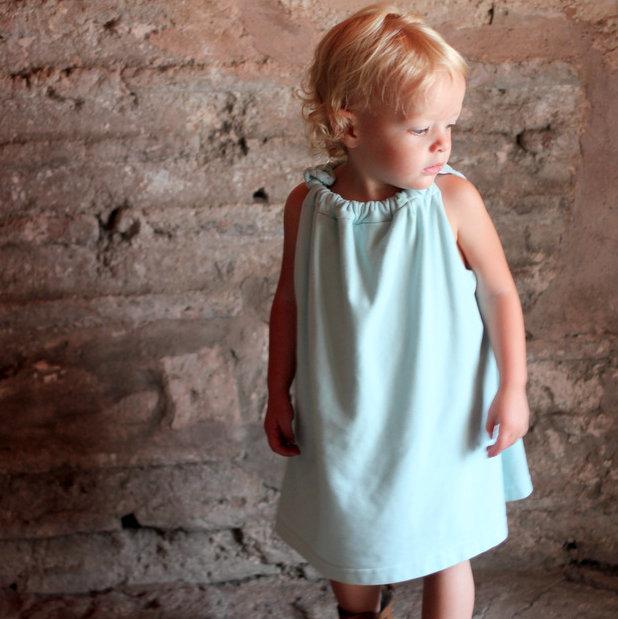comfy jersey little girl's dress tutorial