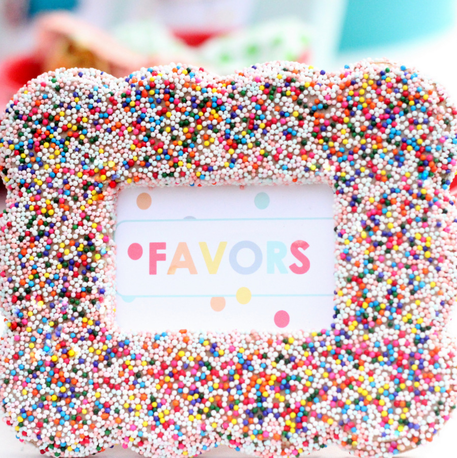 how to make a sprinkle covered frame