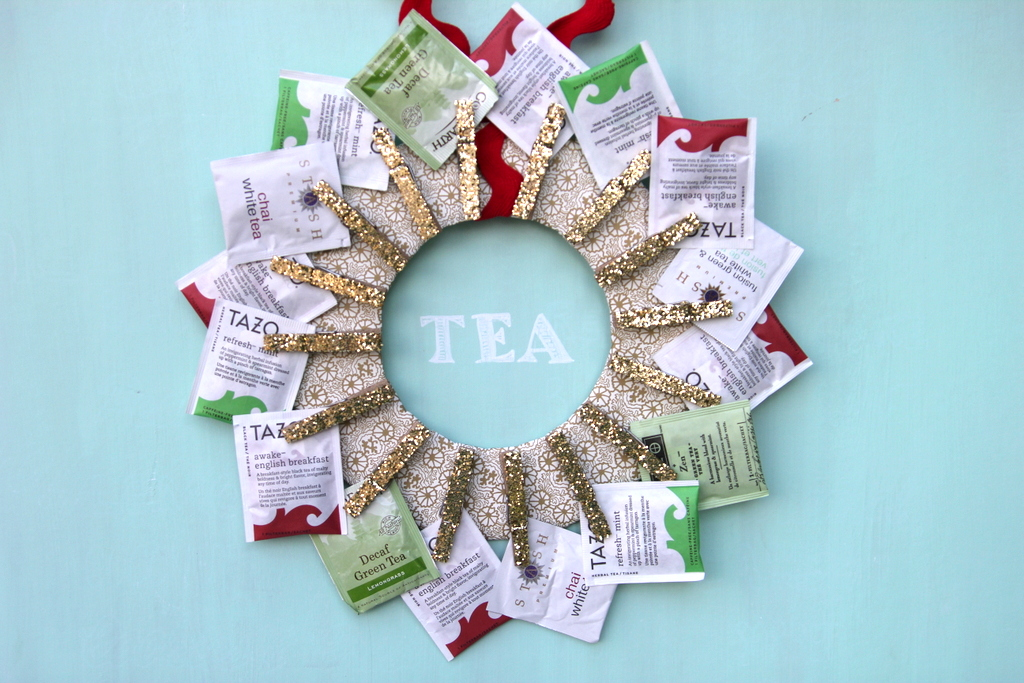 handmade holiday idea- tea wreath