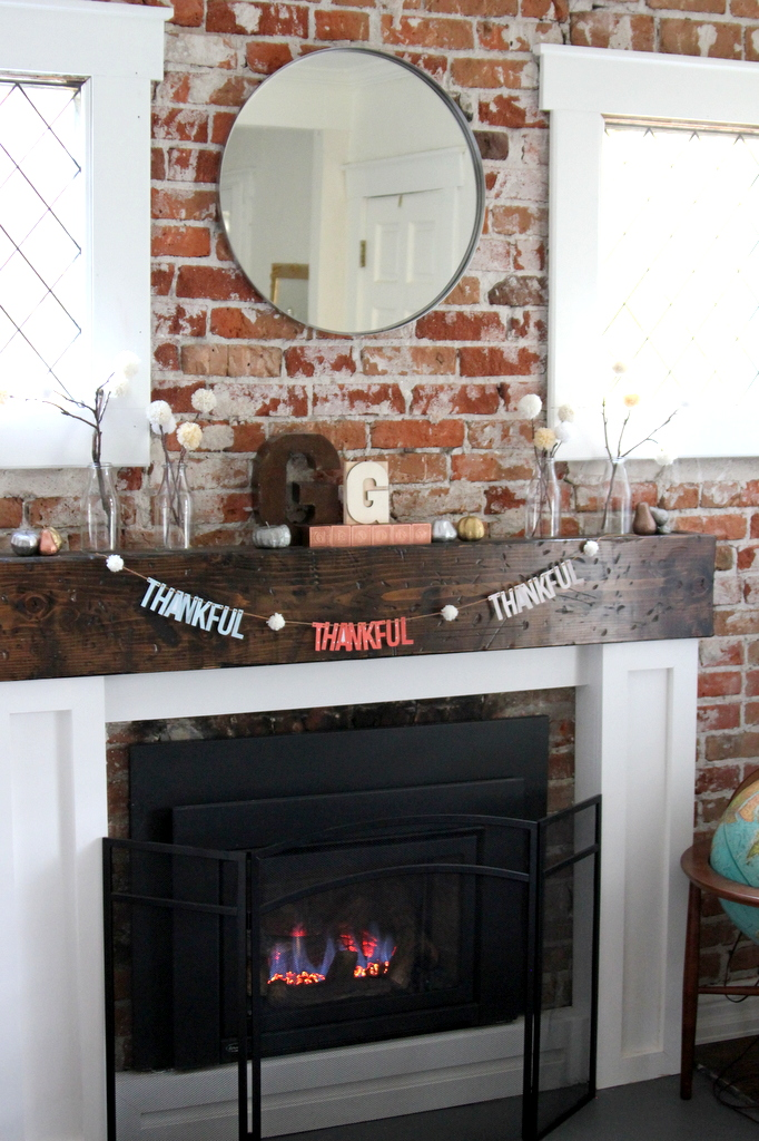 thanksgiving mantel and free printable garland