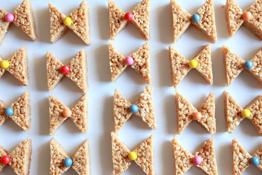 bow birthday party rice krispy treats