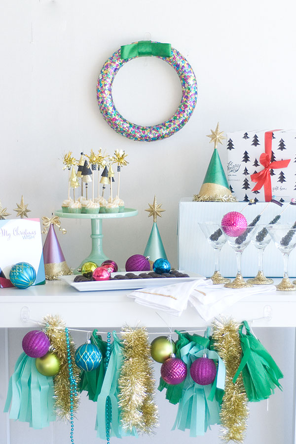 Season to sparkle party hop- this sparkly party is full of ideas for Christmas, New Year's and even sparkly birthday parties!