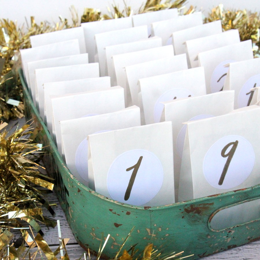 super simple advent calendar (make this with just small paper bags, these free printable labels, a tray and some treats)