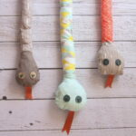 DIY snake plush toy- what a great gift idea (and so easy to make!)
