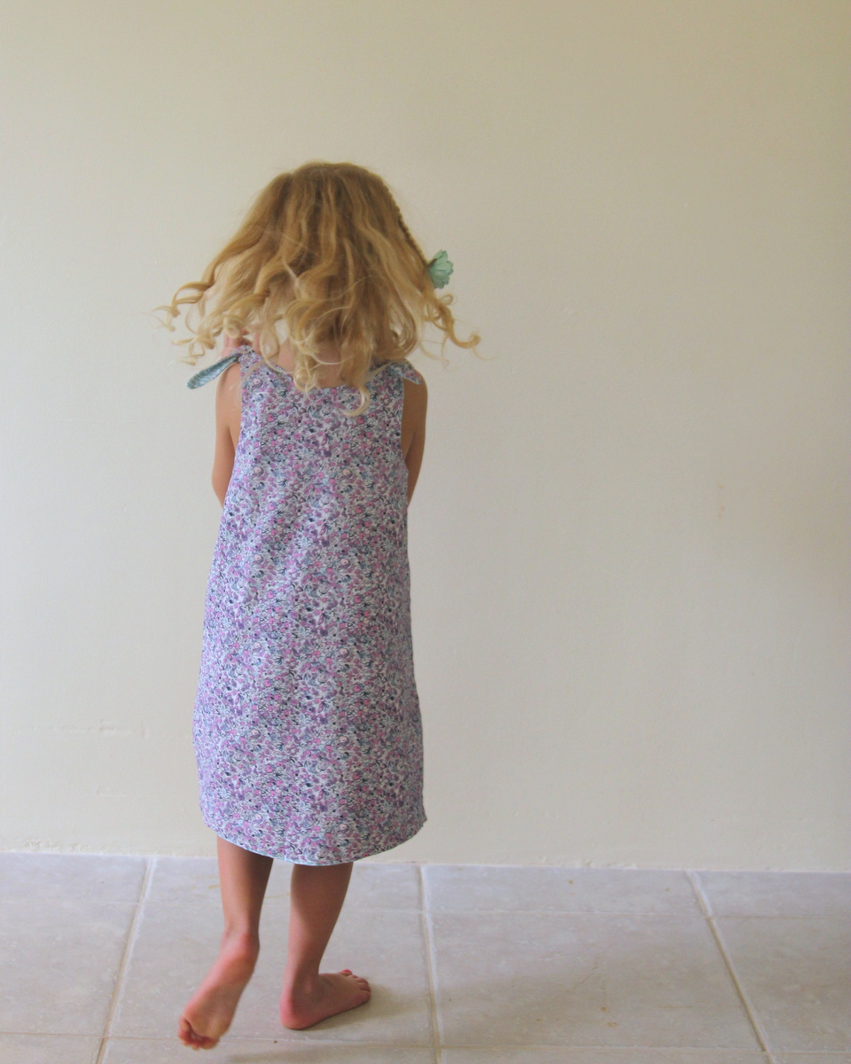 the easiest ever reversible dress- how to sew one up during nap time today!