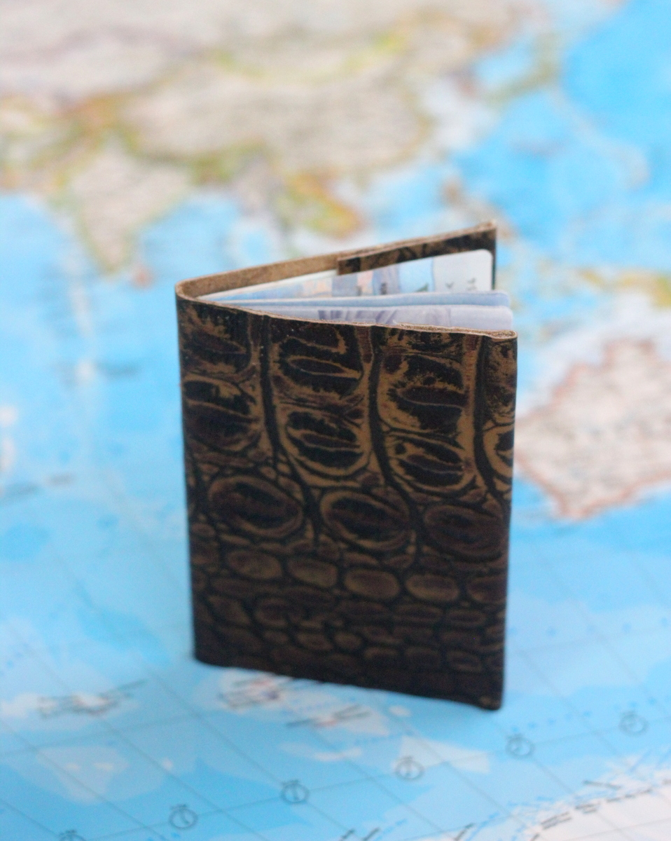These leather passport covers are the perfect gift for a dad who loves to travel! Plus, it's the easiest project ever!