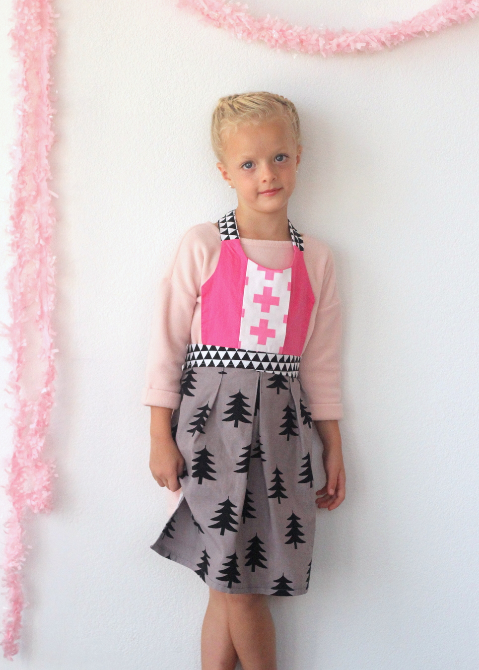 how to make a little girl's apron