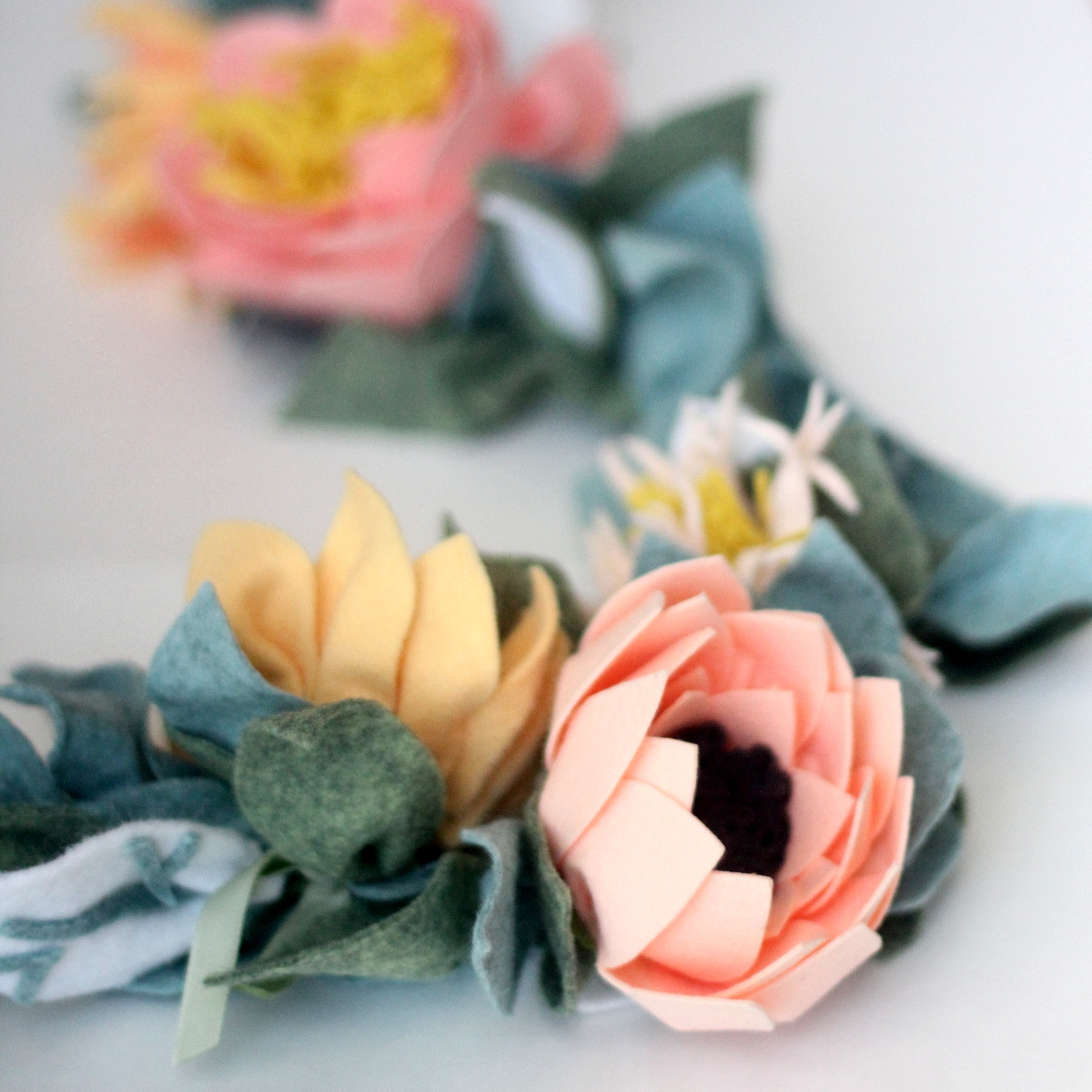 how to make the most beautiful felt flower garland