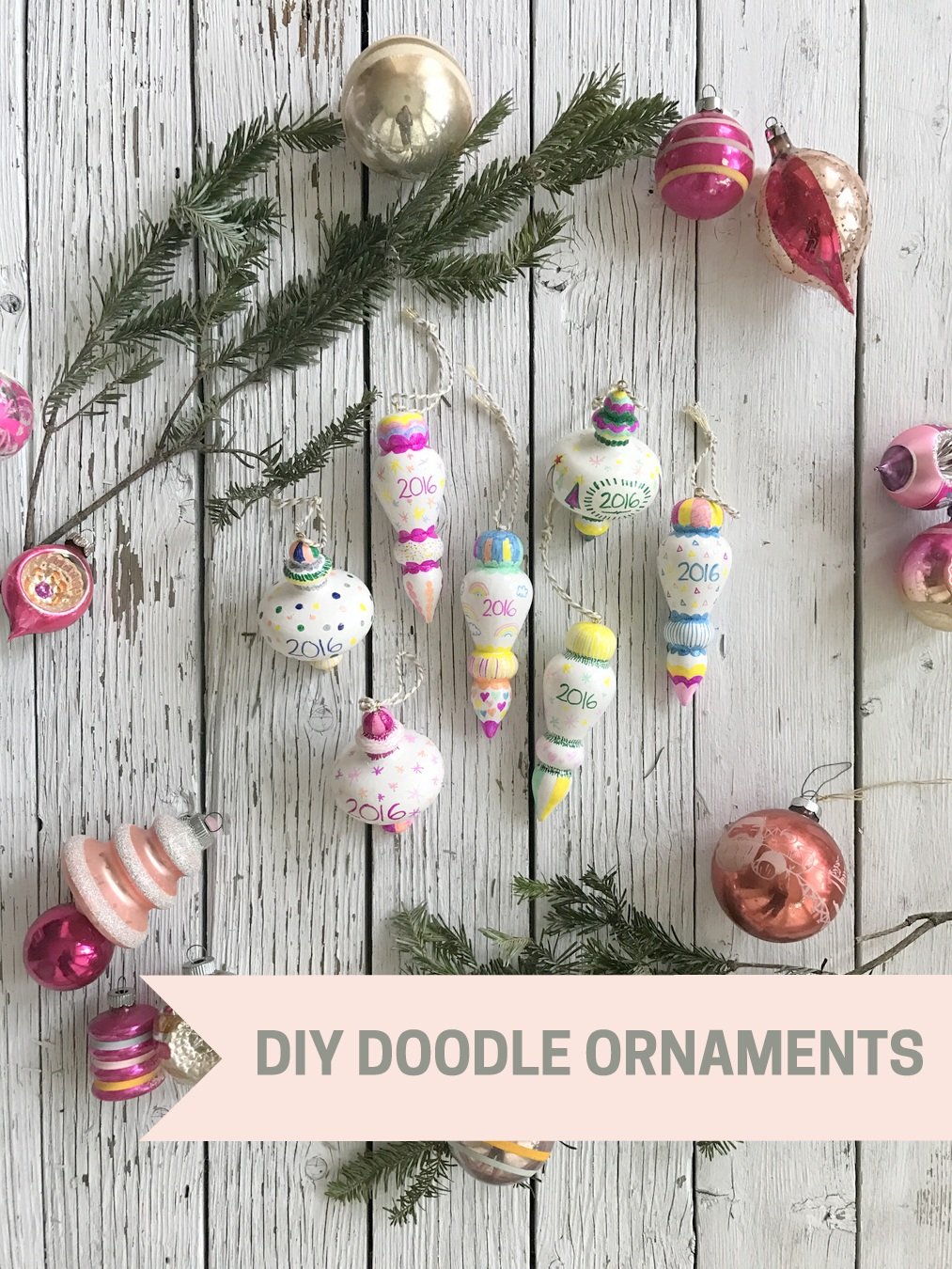 DIY doodle ornaments- the perfect last minute teacher (and neighbor) gifts!