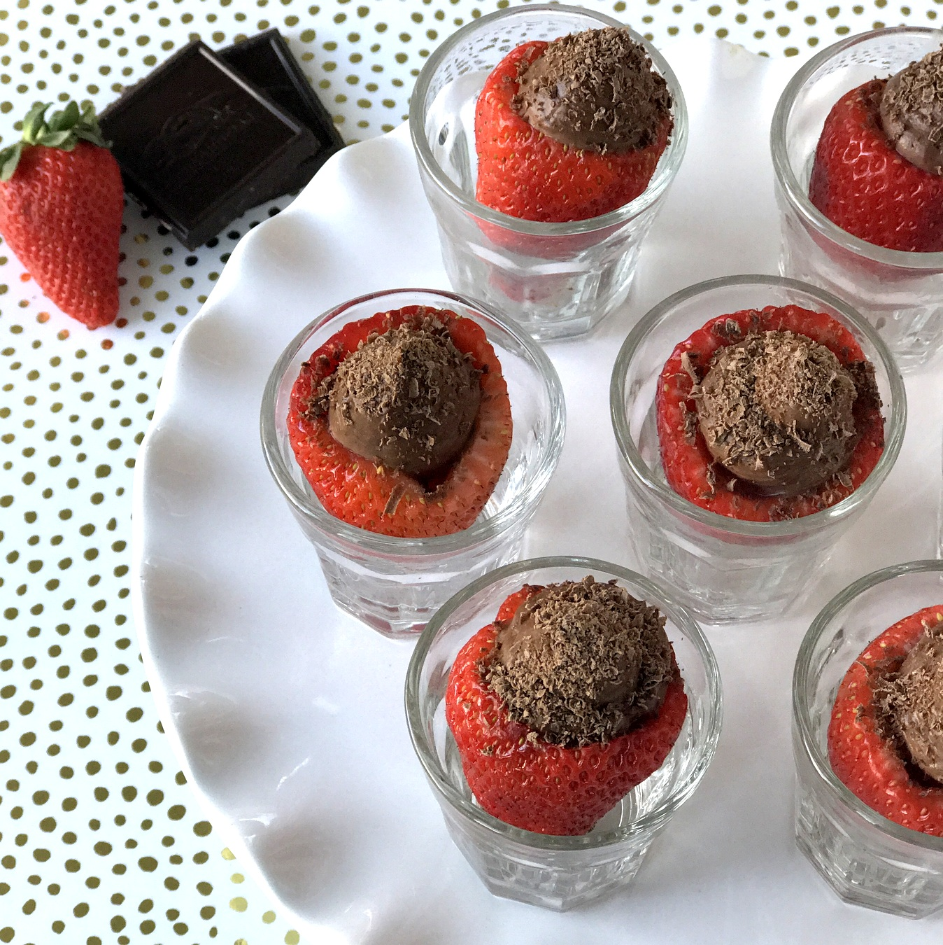 strawberries with chocolate mousse (sugar free!)