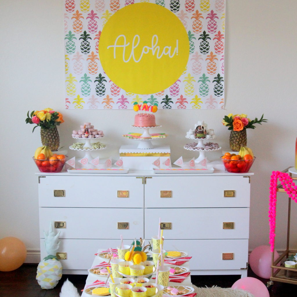 Moana kid's birthday party (with tons of pineapple party decor and a luau vibe)
