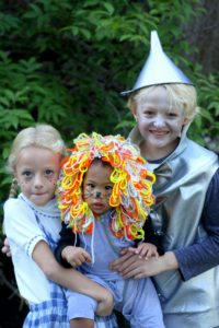 Family Halloween Costumes- how to put together themed Wizard of Oz costumes