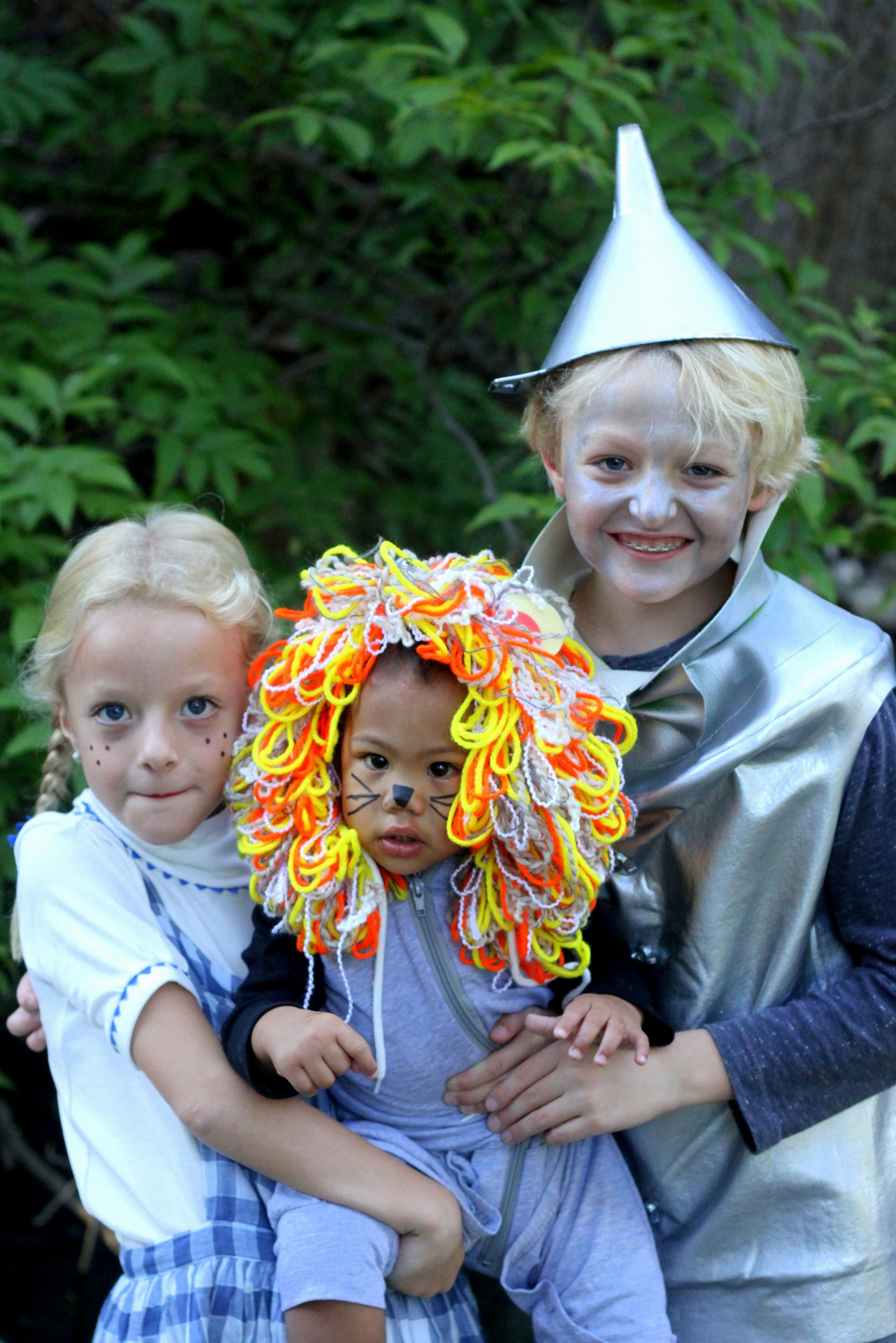 family halloween costumes how to put together themed wizard of oz costumes