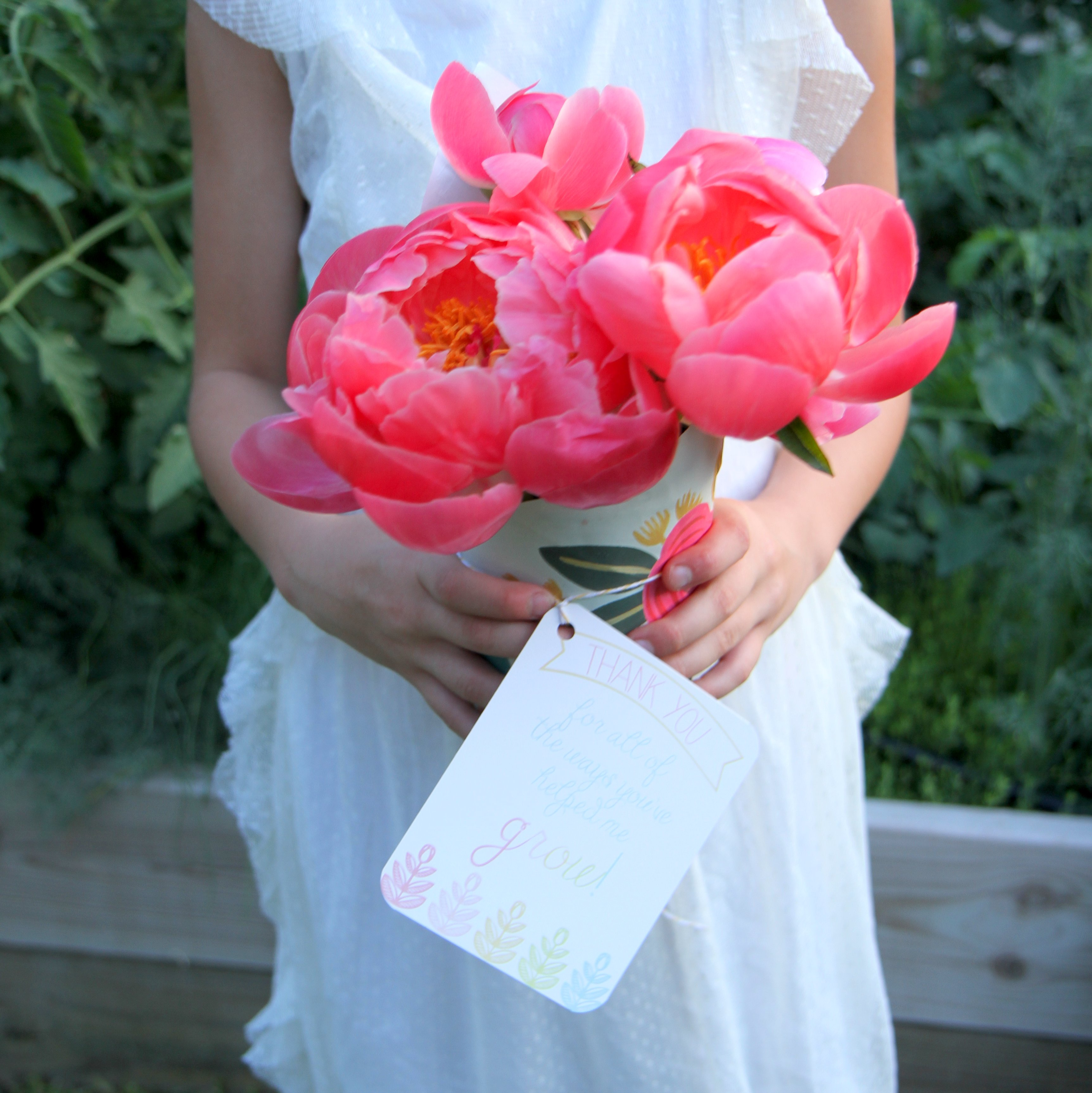Easy, pretty DIY wrapped bouquets (for teacher appreciation, Mother's Day and every day gifting).