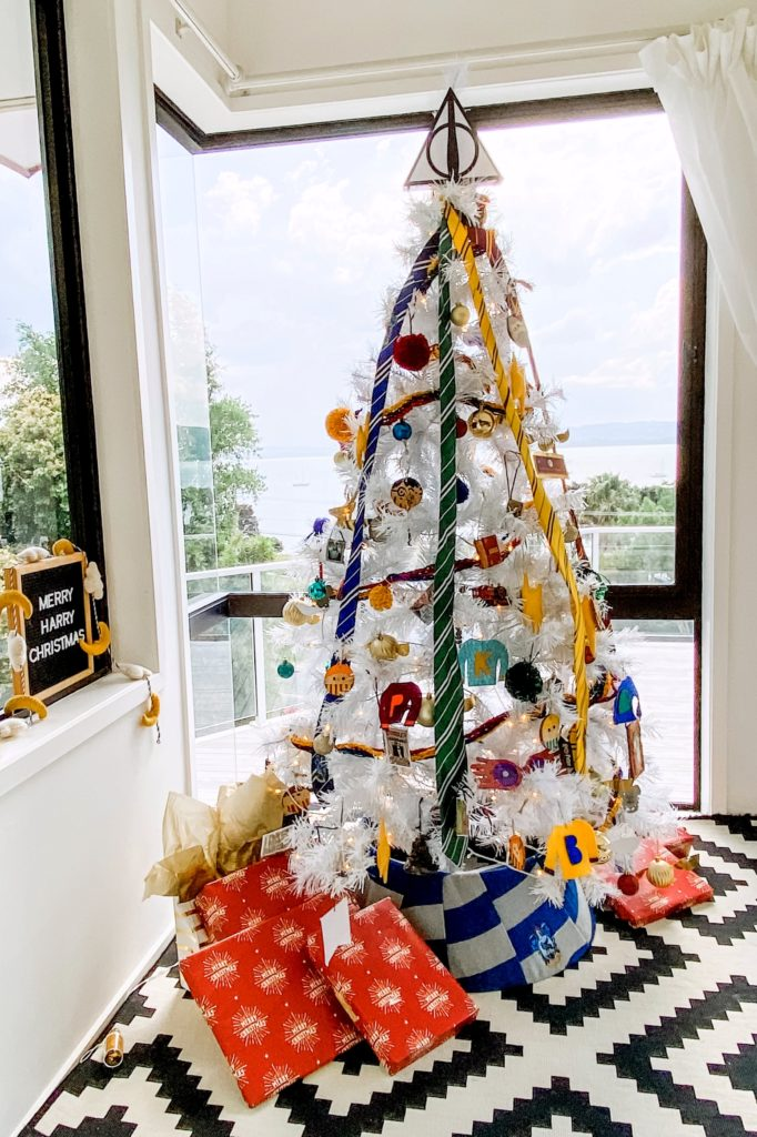 harry potter christmas tree (and tons of DIY HP ornament ideas)!