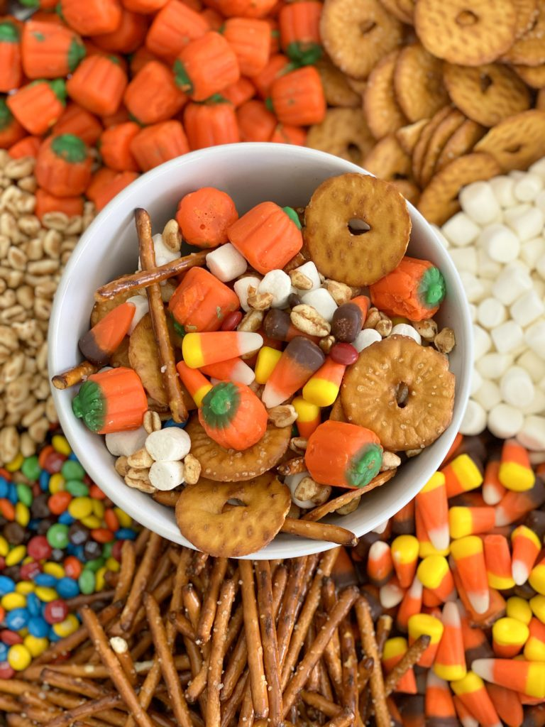 halloween party food ideas- pumpkin munch (or scarecrow crunch?)