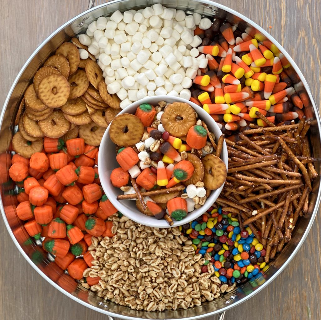 halloween party food ideas- fall trail mix pumpkin munch