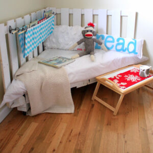 how to make a reading nook from palettes