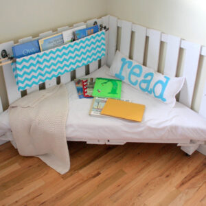 how to make a reading nook from wooden palettes