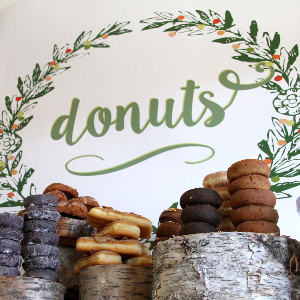 The prettiest (and easiest) brunch station- A Doughnut Bar! Let's try this the week after Christmas!