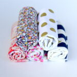 quick and easy DIY burp cloths (these make a great baby shower gift, and are so easy to put together!)